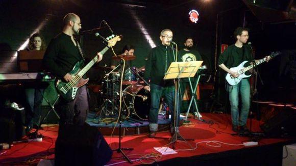 Flash són un grup de Sant Adrià del Besós que fa versions de Queen / Foto: Ángel Ríos