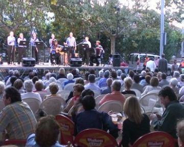 Rècord de participació a la festa del barri del Monestir amb més novetats