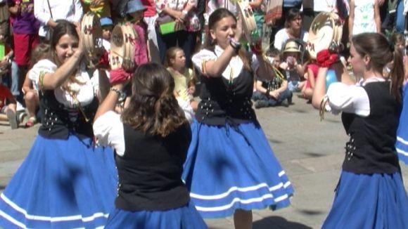 Els balls tradicionals es donen la mà amb els caparrots, capgrossos i entremesos