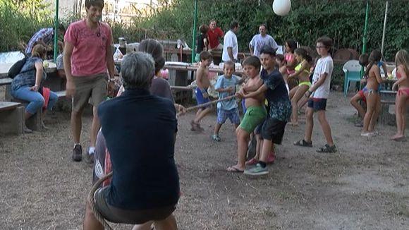 Unes 250 persones participen a una Festa Major de Sol i Aire que s'obre al públic de fora del barri
