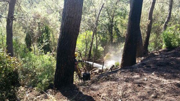 Dos petits incendis, ja extingits, cremen a la carretera de la Rabassada
