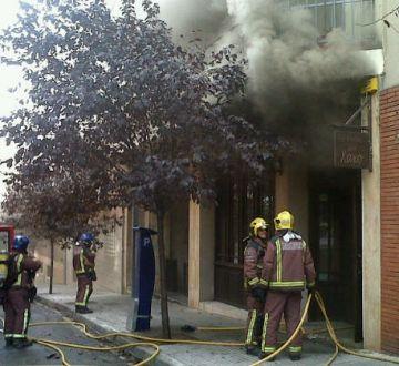 Crema la cuina d'un restaurant del carrer de Can Mates sense provocar ferits