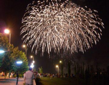 Els focs artificials se sumen a l'inici de la Festa Major