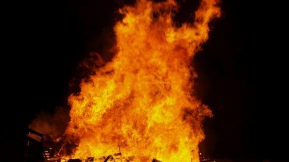 Imatge d'una foguera de Sant Joan