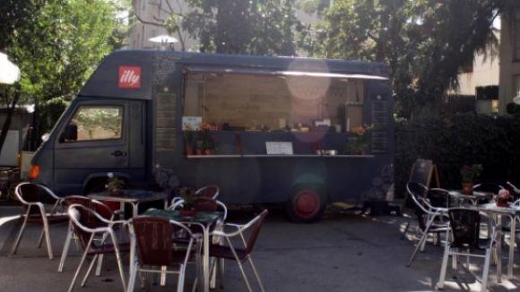Ja en marxa el food truck del pati de l'Ateneu, després de la deflagració d'aquest estiu