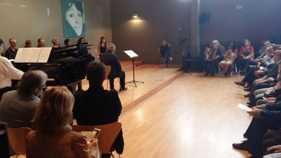 Mercè Torrents rep emocionada el seu primer homenatge a Sant Cugat
