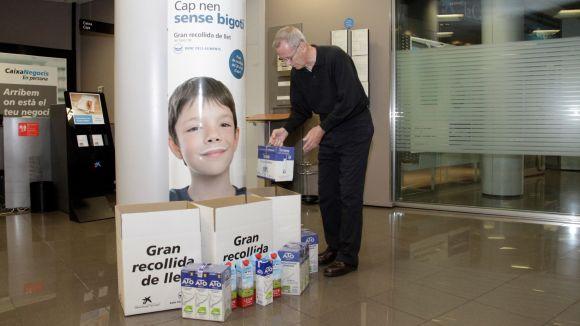 Sant Cugat recull 1.061 litres de llet per a la campanya 'Cap nen sense bigoti'