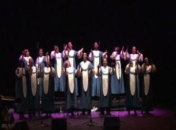 El gospel dels Black Heritage Choir triomfa al Teatre-Auditori