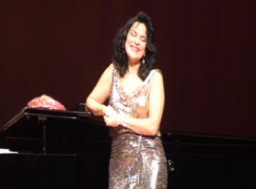 Nancy Fabiola ofereix un emotiu concert d'homenatge a Victòria dels Àngels