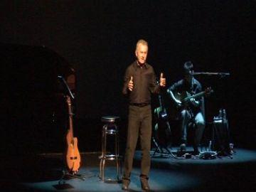 Víctor Manuel en un moment del concert