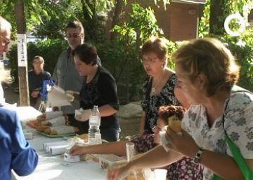 La sardinada-botifarrada, plat fort del dissabte de la Festa Major de la Colònia de Montserrat