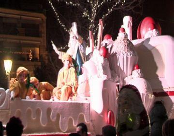Milers de persones han rebut els Reis Mags al centre de la ciutat