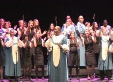 Sant Cugat regala a la gent gran un concert de gospel carregat d'energia