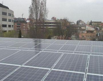 La pèrgola del Parc Ramon Barnils ja genera energia