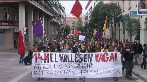 La vaga es fa notar als polígons, el transport i l'ensenyament, però no al comerç