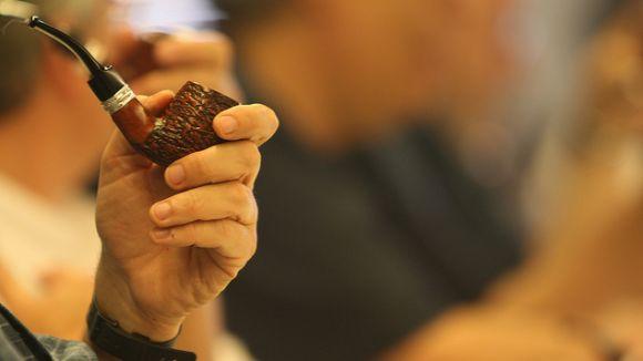 Els fumadors de pipa tenen una cita aquest dissabte amb el concurs de fumada lenta