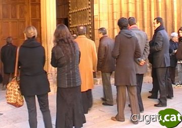 La ciutat dóna l'últim adéu a Pedro Armero en un funeral emotiu al Monestir