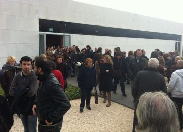 Més de 500 familiars, amics i companys acomiaden Pilar Gefaell