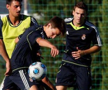 El Madrid de Senyé jugarà amb el Marbella i l'Espanyol de Schönshofer amb l'Extremadura en la lluita per l'ascens a Segona Divisió B