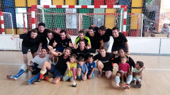 Els Jabatus amb la copa de campions / Foto: Olímpyc Floresta