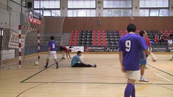 Alt nivell de futbol sala a la primera jornada del Català universitari a Sant Cugat