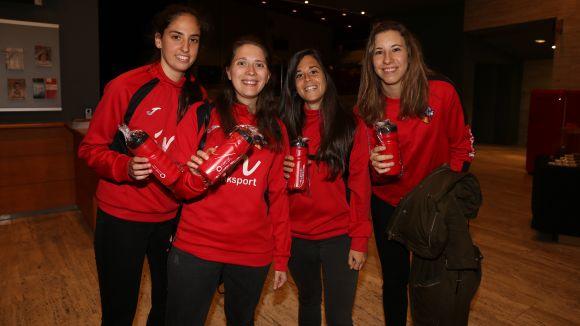 Sense aigua no es fa esport: els Premis Esport en Marxa entreguen bidonets d'aigua als assistents