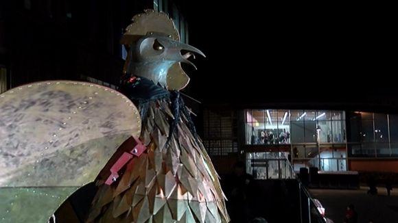 La llengua esmolada del Gall del Carnaval dóna el tret de sortida a quatre dies de disbauxa a Sant Cugat