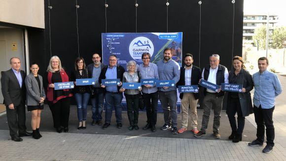 Foto de família amb representants dels municipis que formen la Garmin Teamtrail