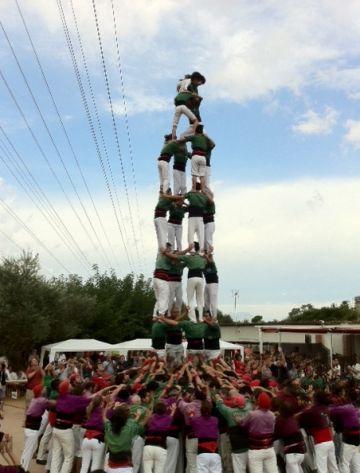 Moment de l'actuació dels Castellers de Sant Cugat a  Valldoreix