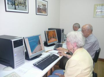 La Gent Gran de la Floresta es posa les piles amb la informàtica