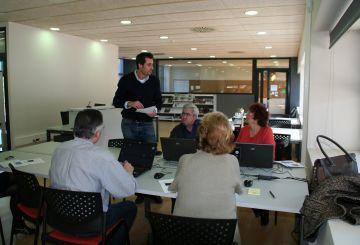 La gent gran de Valldoreix pot aprendre a navegar per Internet amb el 5è FòrumGran