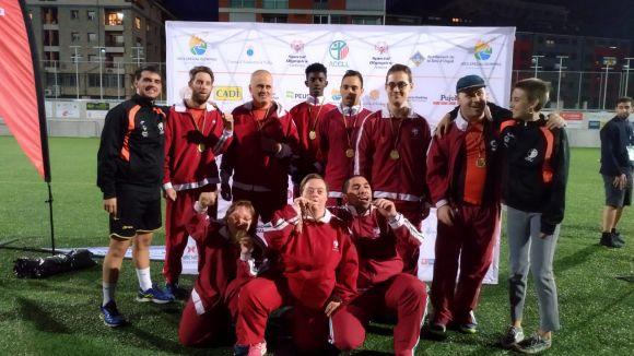 El primer per l'esquerra és Gerard Santafe amb l'equip Special Olimpycs / Font: Cedida