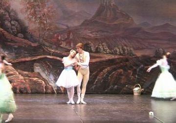 Els ballarins Anna Ivanova i Dmitry Dhamszin al primer acte de l'obra
