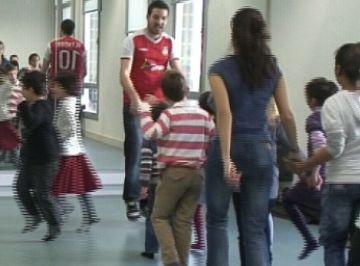 Nens i nenes ja preparen les Gitanetes que ballaran per Carnaval