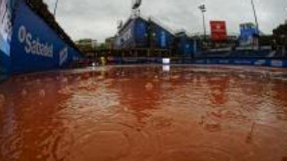 La pluja ajorna el partit de vuitens de final de Tommy Robredo al Godó