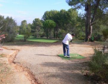 L'equip del pitch and putt del Club de Golf Sant Cugat arrenca amb bon peu