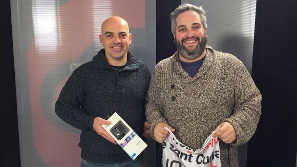 Cugat.cat i Sant Cugat Comerç entreguen una GoPro al guanyador del concurs de Nadal, Jordi Butazzi