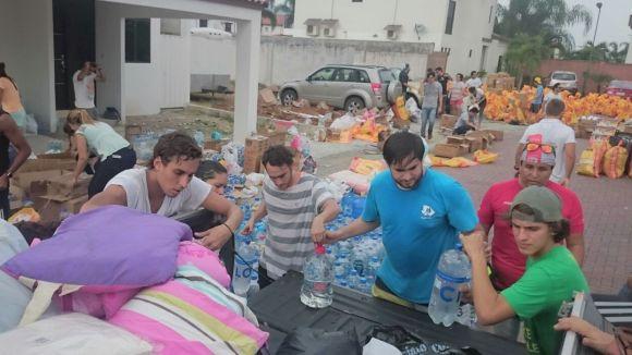 Tasques d'ajuda dels ciutadans / Foto: Jaume Sàbat