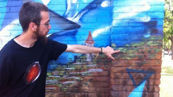 La Torre de l'aigua de Valldoreix llueix un grafiti per reivindicar el valor l'aigua