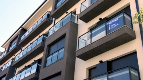 Habitatge sosté que els bancs de la ciutat tenen tots els seus pisos buits al mercat