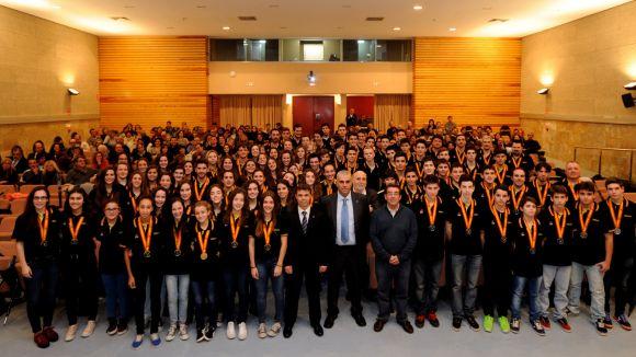 Tibau reconeix els èxits de l'handbol català i de dues santcugatenques, Berta i Queralt Cotrina