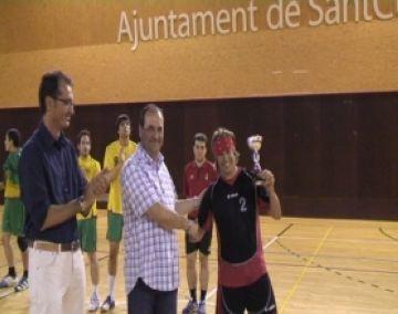 L'Handbol Sant Cugat acomiada la temporada rebent la copa de campions de Primera Catalana