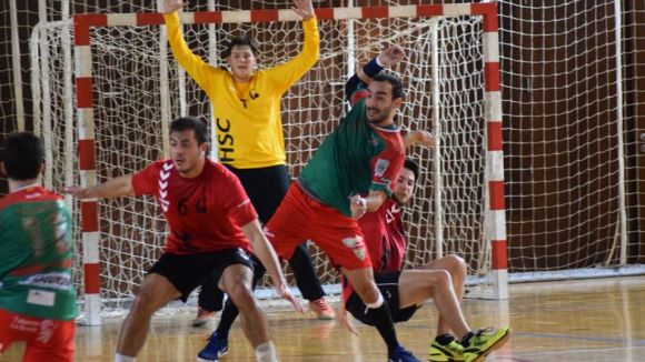 L'Handbol Sant Cugat perd a la pista del Sarrià de Ter i encaixa quatre derrotes consecutives