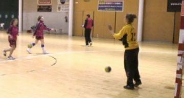 L'Handbol Sant Cugat femení cau contra el Sant Esteve Palautordera