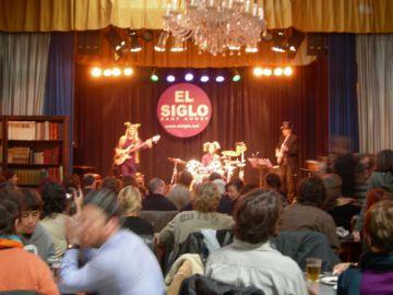 Familiars i amics omplen El Siglo en homenatge a Pilar Gefaell