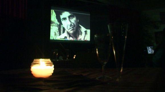 Una seixantena de persones participa a l'homenatge a Leonard Cohen a la Floresta