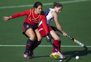 Empat sense gols en el debut d'Andrea Puig i Júlia Menéndez al Quatre Nacions d'hoquei herba