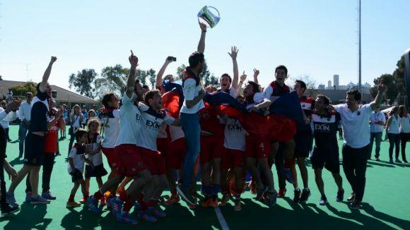 Xavi Lleonart, lesionat per aquesta Copa, aixeca el títol de campió / Font: Junior FC
