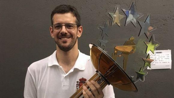 Bernat de Pablo amb el trofeu de campió d'Europa / Fo0nt: Twitter Bernat de Pablo