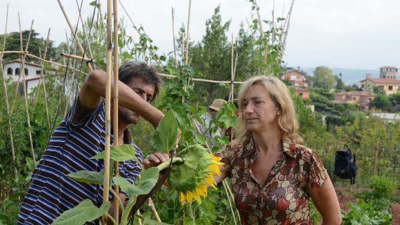 La lluita contra l'exclusió social sembra llavors als horts de Can Monmany